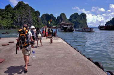 Bai Chay self-sufficient travel experiences