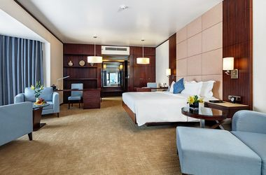 Does it have rental car service at 5-star hotels in Bai Chay ?