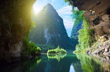 Explore the most beautiful caves in Ha Long Bay