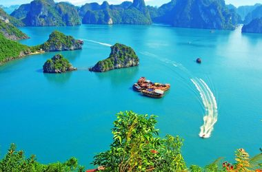 THE BEAUTY INSIDE OF HALONG BAY