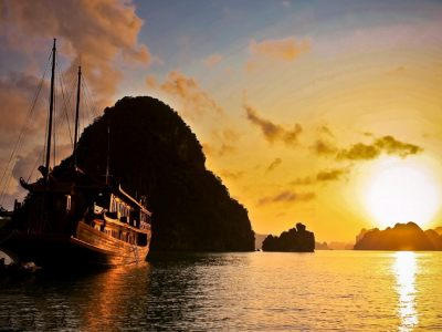 Summarize the top 7 locations for the scene of dawn in Viet Nam