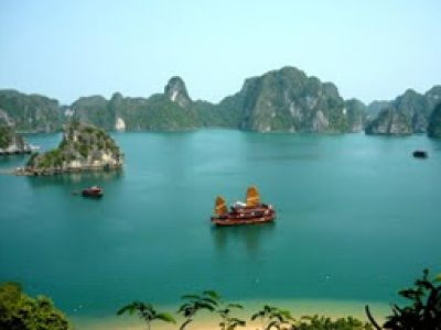 Enjoy cruise trip in Halong Bay