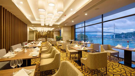 Đồ ăn ở khách sạn Hạ Long Wyndham Legend Halong có ngon không?1