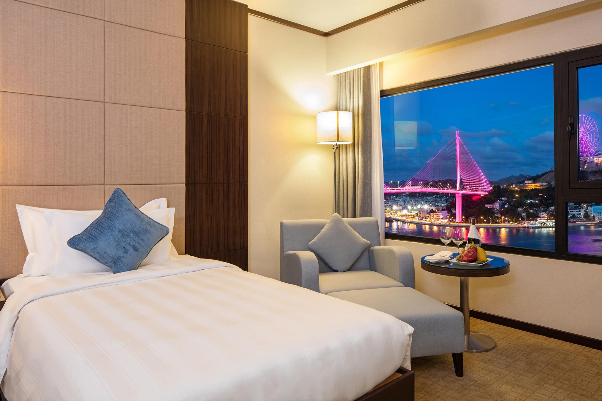 Khách sạn cao cấp tại Bãi Cháy - Khách sạn 5 sao tại Bãi Cháy - Không gian Vịnh Hạ Long nhìn từ khách sạn Wyndham Legend Hạ Long