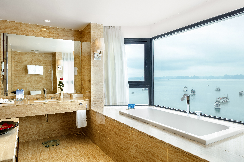 Phòng tắm Khách sạn Wyndham Legend Hạ Long