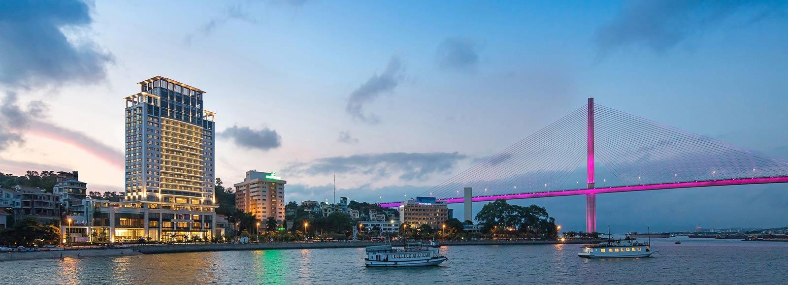 Wyndham Legend Hạ Long - Khách sạn cao cấp tại Bãi Cháy
