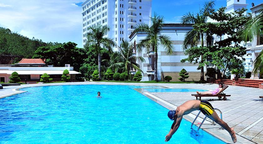 """Liệt kê những khách sạn 5 sao tại Bãi Cháy có bể bơi """"sang chảnh"""" cực chất15"""