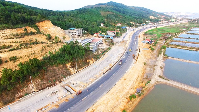 The overall view of the 10 lanes highway started to operating