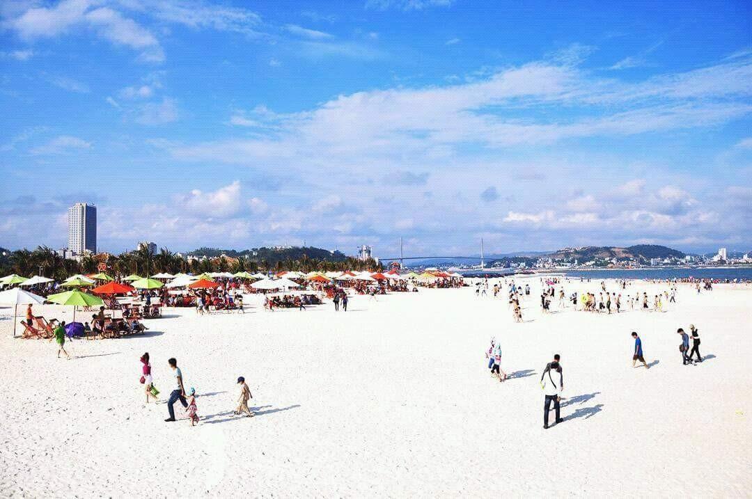 Bãi biển Bãi Cháy - bãi tắm Hạ Long - khách sạn gần bãi biển Bãi Cháy