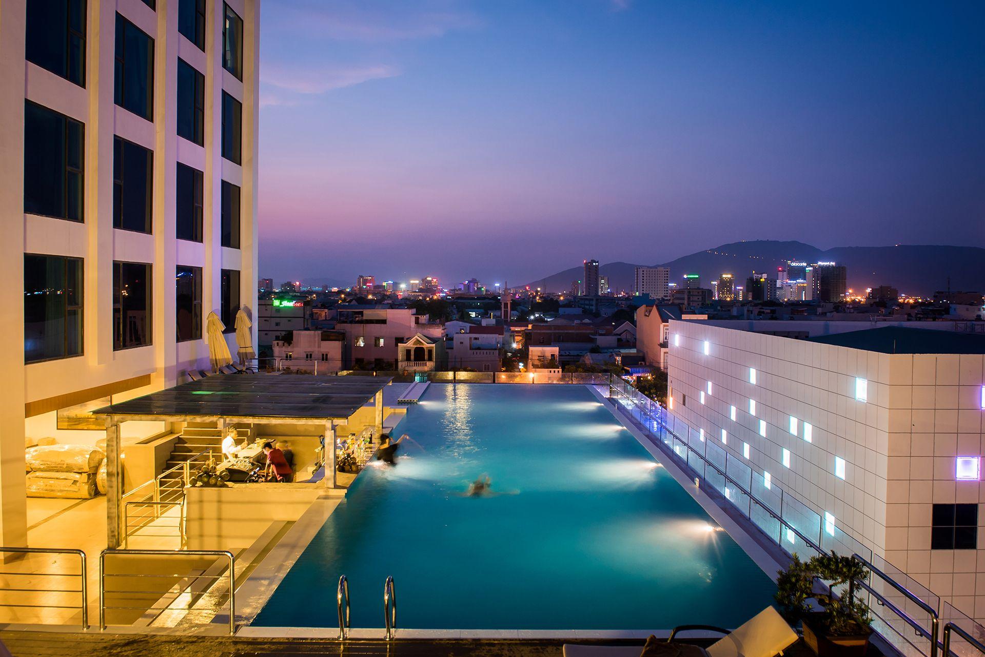 """Liệt kê những khách sạn 5 sao tại Bãi Cháy có bể bơi """"sang chảnh"""" cực chất5"""