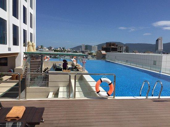"""Liệt kê những khách sạn 5 sao tại Bãi Cháy có bể bơi """"sang chảnh"""" cực chất6"""