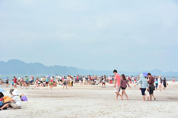 Check – in những bãi biển đẹp không nên bỏ qua khi đến Quảng Ninh5